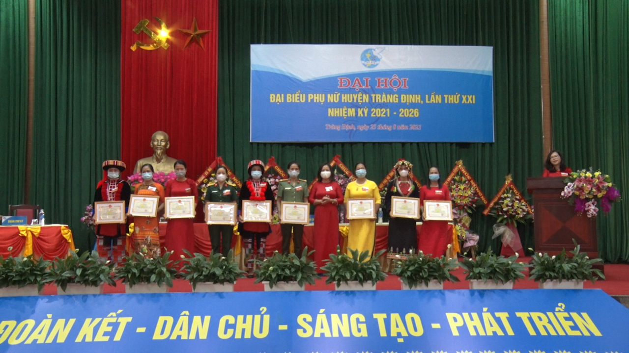 phụ nữ 5_0.png